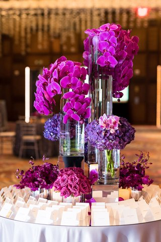 escort-card-table-with-fuchsia-flowers-orchids-purple-orchids