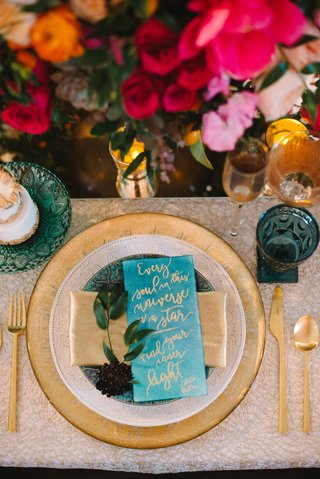 gold-and-blue-table-setting-wedding-reception-quote-on-charger-plates