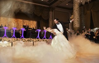 dramatic-first-dance-with-dry-ice-fog-at-the-drake-hotel