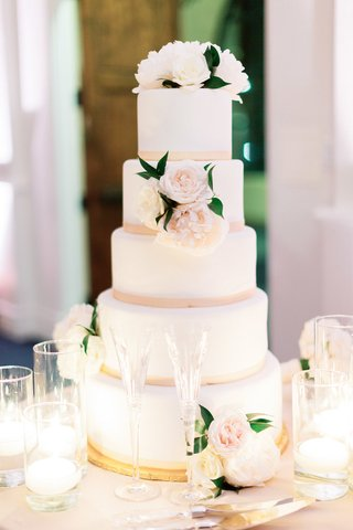 five-tier-wedding-cake-with-smooth-frosting-blush-border-fresh-flowers