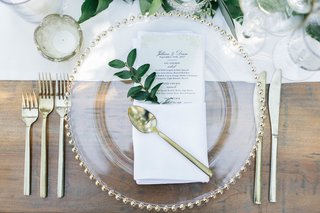 jillian-murray-and-dean-geyer-wedding-reception-place-setting-wood-table-white-runner-gold-flatware