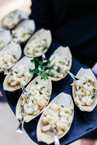 wedding-reception-jillian-murray-and-dean-geyer-wedding-cocktail-hour-hors-doeuvres-mac-and-cheese