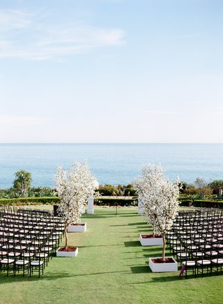 montage-laguna-beach-lawn-wedding-with-white-trees-on-aisle