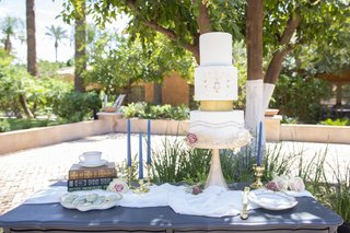 1920s-inspired-garden-wedding-dessert-table-art-deco-wedding-cake