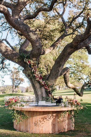 ojai-valley-inn-wedding-bar-around-tree-with-flowers