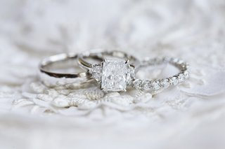 radiant-cut-diamond-engagement-ring-with-triangle-sidestones