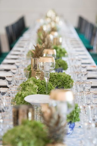 table-runner-low-candle-holders-green-flowers-gold-pineapple