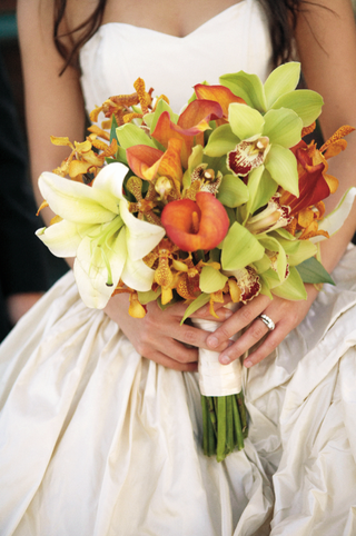 bouquet-of-green-orchids-orange-calla-lilies-and-white-lily