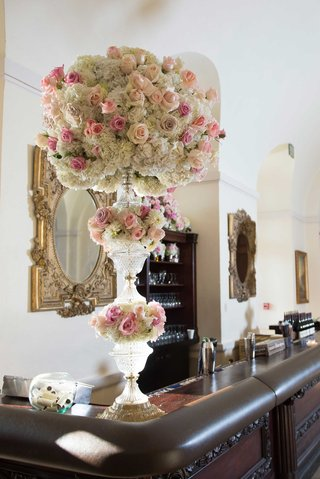wedding-bar-with-tall-crystal-vase-flower-arrangement-white-hydrangeas-pink-roses