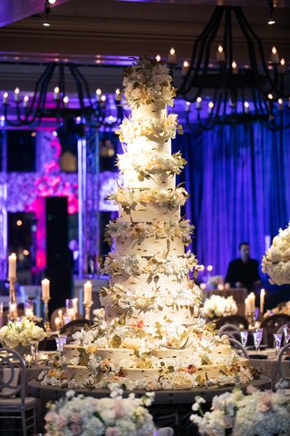 11-foot-tall-wedding-cake-with-aspen-bark-for-tiers-and-fresh-flowers-in-between