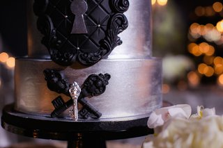 wedding-cake-in-silver-with-black-tufted-details-keyhole-antique-key-embellishments