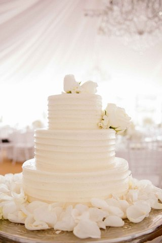 white-wedding-cake-with-white-roses-surrounded-by-petals-from-susiecakes