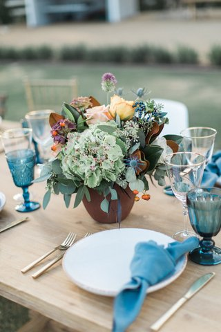 low-vibrant-rustic-floral-arrangement-california-winter-wedding-styled-shoot-boho-outdoors-wood