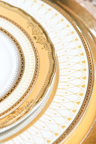 gold-details-china-plates
