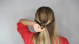 how-to-diy-wedding-hairstyle-topsy-tail-faux-braid-step-number-four