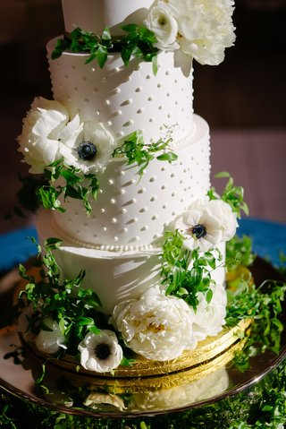 wedding-cake-white-frosting-pearl-dots-white-peony-anemone-ranunculus-flower-green-smilax