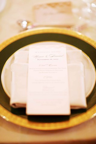 wedding-reception-place-setting-gold-rim-charger-plate-dinner-menu-on-top-of-napkin-with-calligraphy