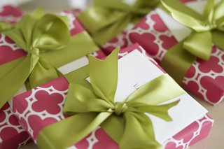 pink-and-white-wrapping-paper-with-green-ribbon