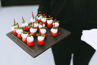 appetizer-at-cocktail-hour-tomato-with-cheese-and-basil-skewer-on-tray-wedding-food-ideas
