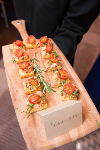 wood-cutting-board-server-with-bite-size-lobster-blt-flatbread-crostini-appetizer-wedding