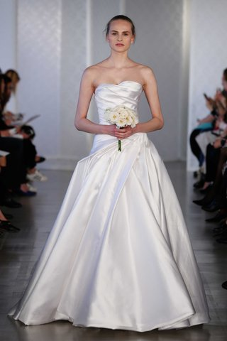 oscar-de-la-renta-2017-bridal-collection-strapless-wedding-dress-with-draped-bodice-and-ball-gown