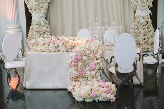 floral-runner-that-spills-onto-floor-white-pink-hydrangea-rose-peony-ranunculus-flowers