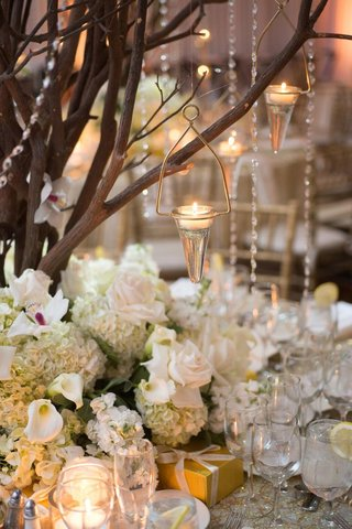 cone-shape-tea-light-holders-hanging-from-tree-centerpiece
