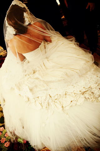 wedding-dress-with-big-skirt-and-veil