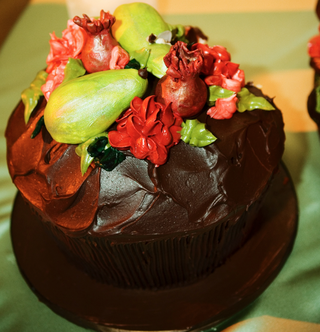 cupcake-with-brown-frosting-and-fruit-design