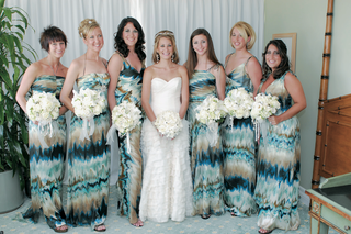 bridesmaids-wearing-tie-dye-style-blue-white-and-brown-dresses