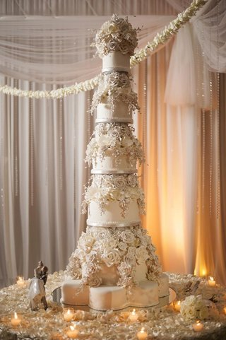 giant-wedding-cake-with-sugar-flower-roses