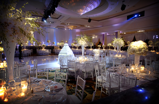 round-tables-in-beverly-wilshire-hotel-ballroom