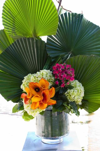 fan-palm-fronds-in-glass-vase-with-calla-lily-flowers