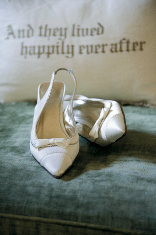 wedding-heels-with-bow-and-tips