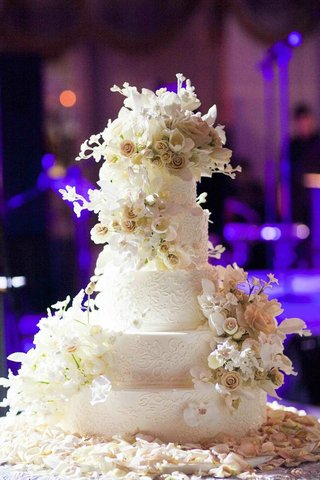 sylvia-weinstock-wedding-cake-with-icing-flowers