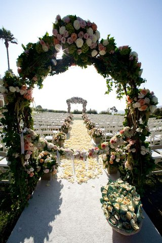 outdoor-wedding-ceremony-with-flower-archway