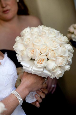 ivory-roses-tied-with-layered-white-ribbon