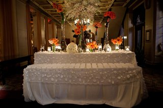 tropical-flowers-in-tall-glass-vases-on-escort-card-table