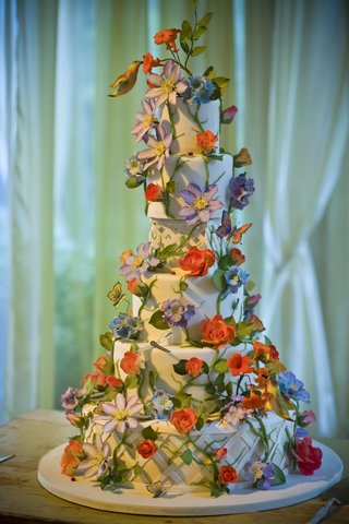 white-wedding-cake-with-sugar-flowers