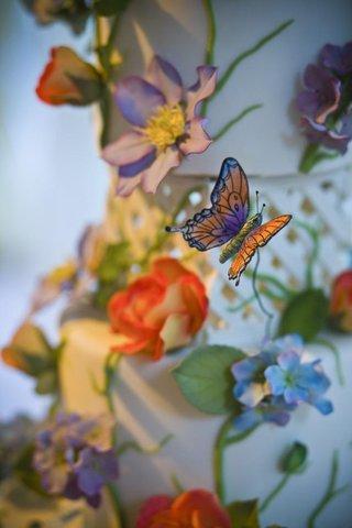 wedding-cake-decorations-with-garden-theme