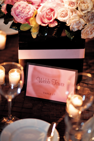 candles-and-short-vase-centerpiece-with-table-name