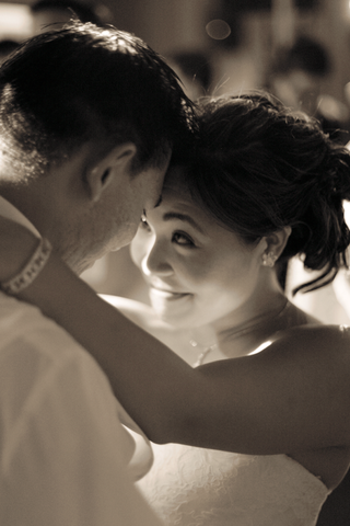 black-and-white-photo-of-couple-dancing