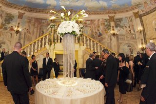circle-seating-card-table-with-white-flowers-and-crystal-strands