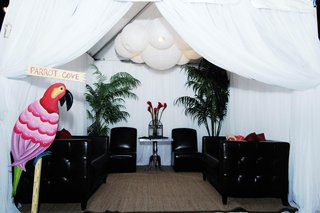 beach-wedding-lounge-area-in-white-cabana-tent