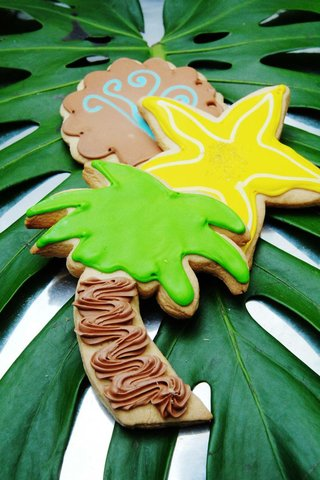 palm-tree-and-starfish-shaped-sugar-cookies