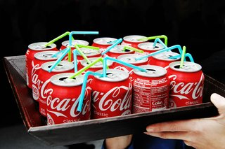 mini-coke-cans-with-blue-and-green-straws
