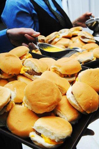 cheeseburger-late-night-snacks-at-wedding-reception