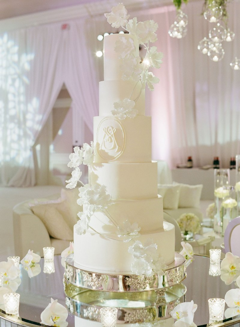 Luxury Wedding Monogram Ideas - Wedding Cake