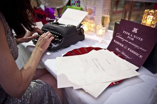 typewriter-as-wedding-guest-book-guest-types-message-to-newlyweds-on-typewriter