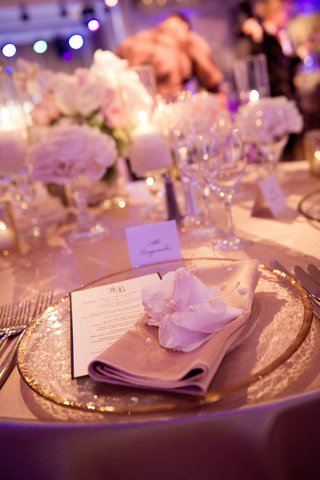 blush-dinner-napkin-topped-with-flower-and-pearls